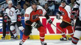Знаменитый канадец предложил запретить в хоккее силовые приемы. Он сошел с ума?