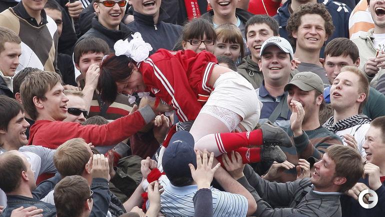 "13 апреля 2008 года. Москва. ""Динамо"" - ""Спартак"" - 4:3. На фанатском секторе красно-белых."