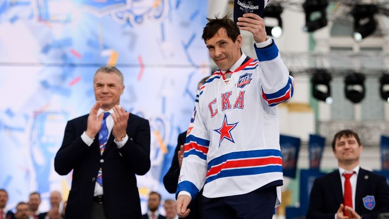 Александр МЕДВЕДЕВ (слева) и Павел ДАЦЮК. Фото photo.khl.ru