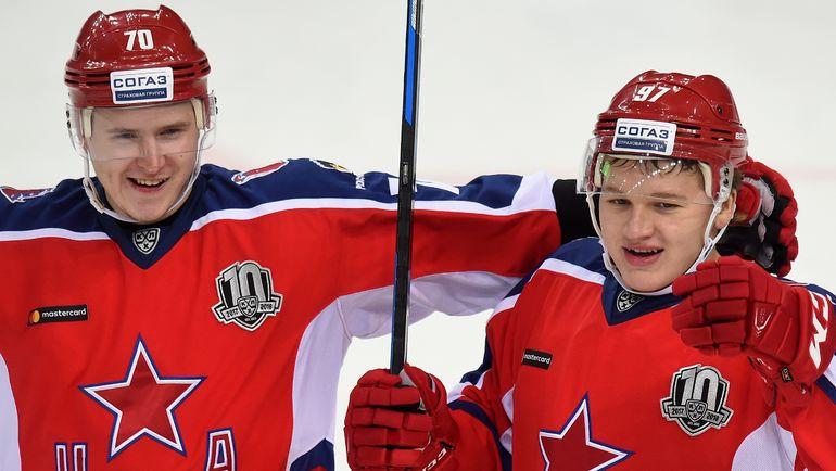 Сергей ШУМАКОВ (слева) и Кирилл КАПРИЗОВ. Фото Юрий КУЗЬМИН, photo.khl.ru