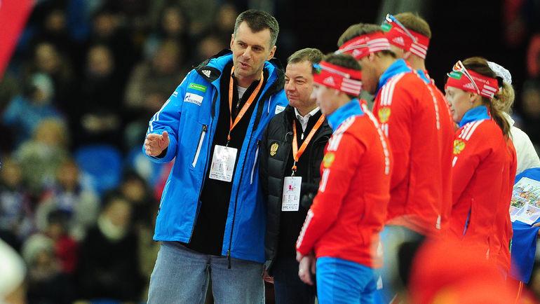 Бывший президент СБР Михаил ПРОХОРОВ (слева), Сергей КУЩЕНКО (в центре) и Евгений УСТЮГОВ (третий слева). Фото Антон СЕРГИЕНКО