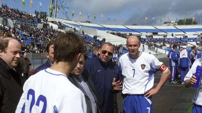 Олег РОМАНЦЕВ (второй справа) и Виктор ОНОПКО (справа). Фото Григорий ФИЛИППОВ