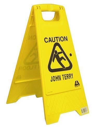 """""""Осторожно, Джон Терри"""" (вместо """"Осторожно, скользкий пол"""")."""