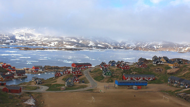 Вид на футбольное поле в городке Тасиилак. Фото Marcadorint