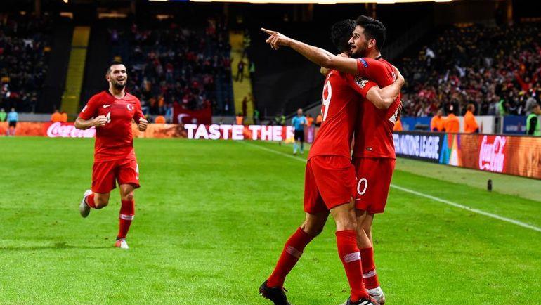 10 сентября. Стокгольм. Швеция - Турция - 2:3. Игроки сборной Турции празднуют гол: им удалось победить, хотя по ходу матча они уступали 0:2. Фото AFP