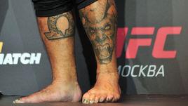 Легендарный боец UFC с крашенными ногтями и смертельным ударом. Как вам такое?