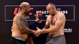 Хант тяжелее Олейника, Тайсумов попал на штраф. До московского шоу UFC остались сутки