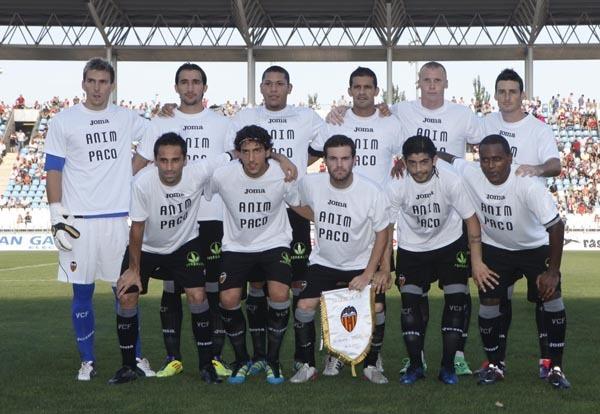 "Футболисты ""Валенсии"" поддерживают Пако Алькасера."