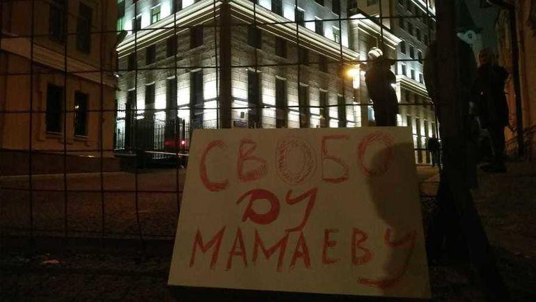 Защитник прав человека: Кокорина иМамаева всю ночь возили по российской столице вавтозаке