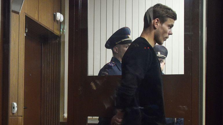 11 октября. Москва. Александр Кокорин во время заседания суда по своему делу. Фото AFP