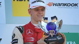 Шумахер вновь чемпион. Но в