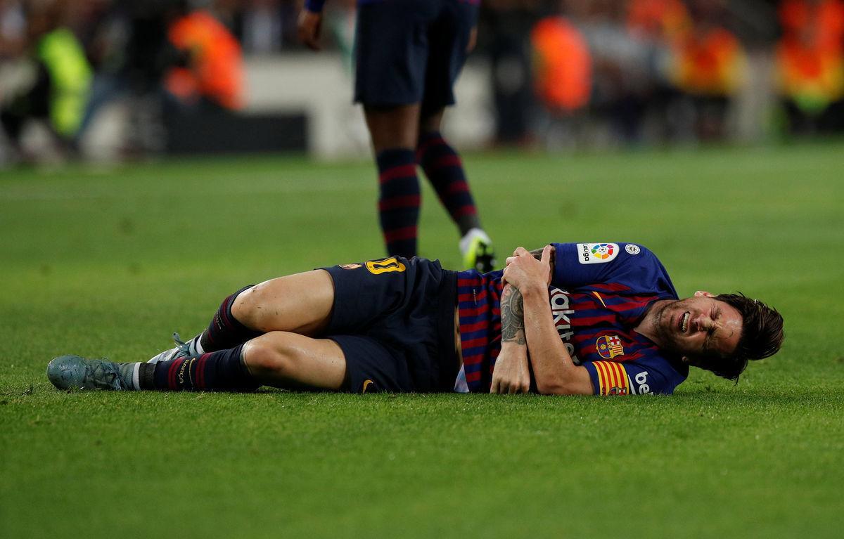 """Класико без Месси. У Лео травма руки, у """"Барселоны"""" все плохо"""