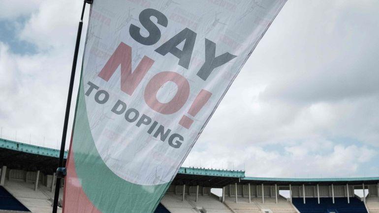 """Флаг с призывом """"Скажи нет допингу"""". Фото AFP"""