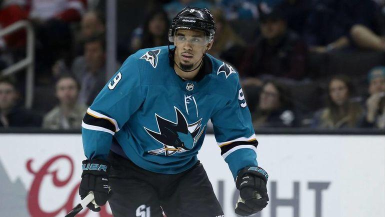 На звезду НХЛ подали в суд. Якобы он обещал три миллиона долларов за аборт, но не заплатил