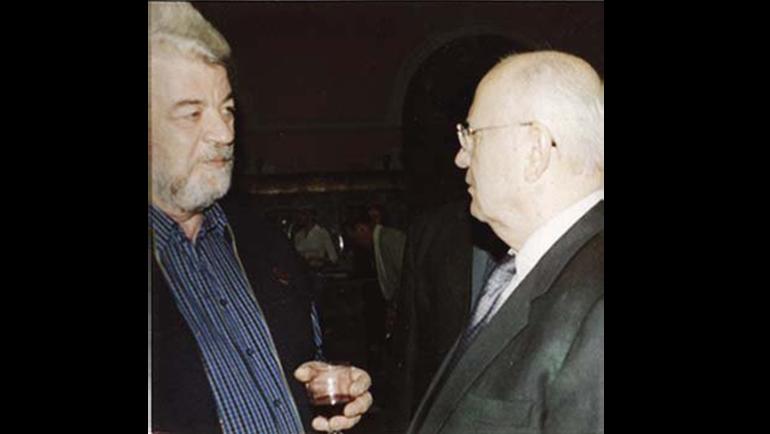 Соавтор письма Ларионова Анатолий Головков (слева) и экс-президент СССР Михаил Горбачев.