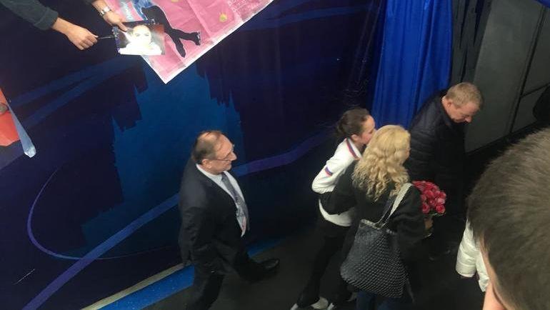 """Алина Загитова (в белом) и Этери Тутберидзе. Фото """"СЭ"""""""
