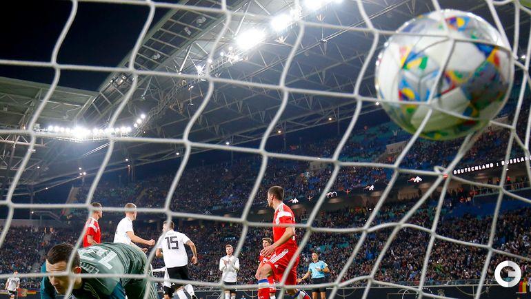 15 ноября. Лейпциг. Германия - Россия - 3:0. Никлас Зюле забивает второй гол в ворота Андрея Лунева.