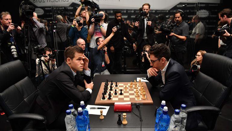 Магнус Карлсен и Фабиано Каруана в десятый раз сыграли вничью. Фото AFP