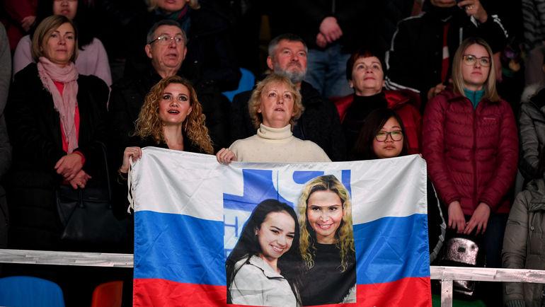 """У Алины Загитовой и Этери Тутберидзе стена поддержки. Не только на трибунах, но и в интернете и соцсетях. Фото Дарья Исаева, """"СЭ"""""""