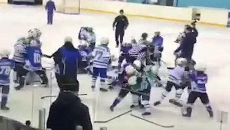 Девятилетние хоккеисты устроили побоище в Стерлитамаке. Родители подначивали их на драку