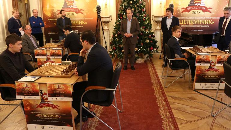 В первом туре Андрей Есипенко (крайний слева) обыграл Петра Леко. Фото Этери Кублашвили