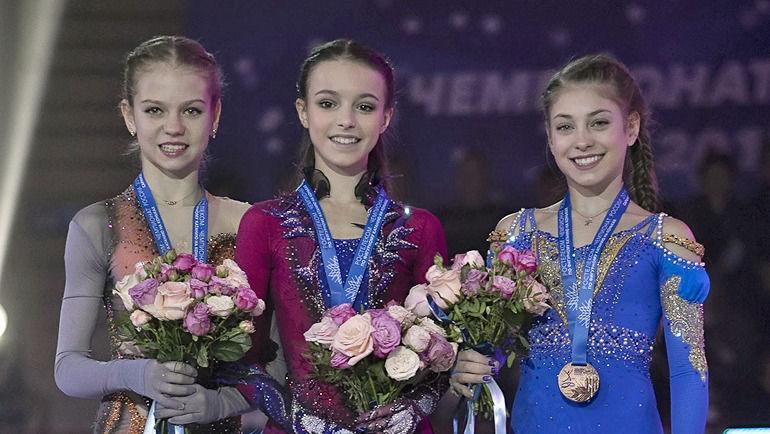Александра Трусова (слева), Анна Щербакова (в центре) и Алена Косторная. Фото Ксения Нуртдинова