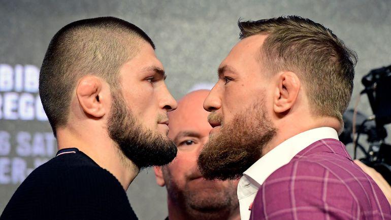 20 сентября 2018 года. Нью-Йорк. Хабиб Нурмагомедов и Конор Макгрегор: дуэль взглядов перед UFC 229. Дана Уайт - между бойцами. Фото AFP