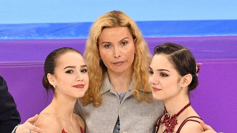 Февраль 2018 года. Этери Тутберидзе (в центре) с Евгенией Медведевой (справа) и Алиной Загитовой в олимпийском Пхенчхане. Фото AFP
