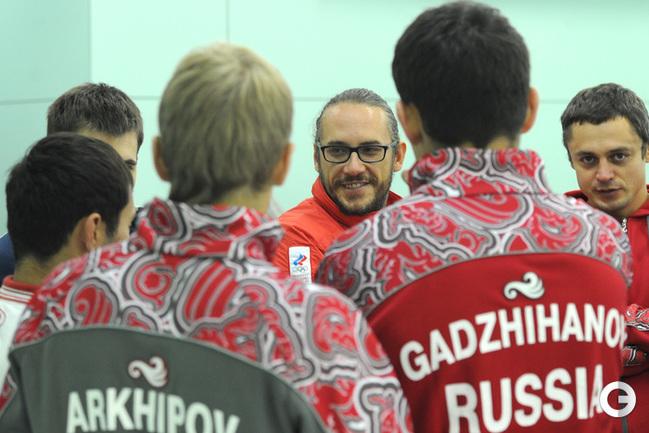 Старший тренер мужской сборной России по керлингу Василий Гудин .