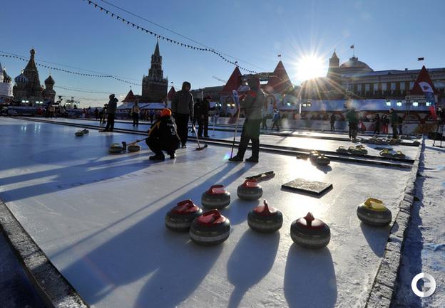 Большой сбор камней на Красной площади