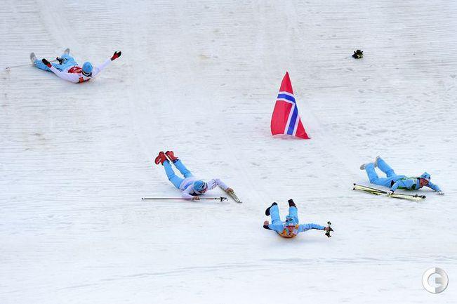 Сборная Норвегии стала победителем в командном двоеборье.