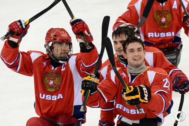 У сборной России по следж-хоккею серебро Паралимпиады.