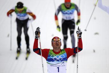 """Сегодня. Уистлер. Победный финиш Петтера НОРТУГА в лыжном марафоне. Фото AFP Фото """"СЭ"""""""