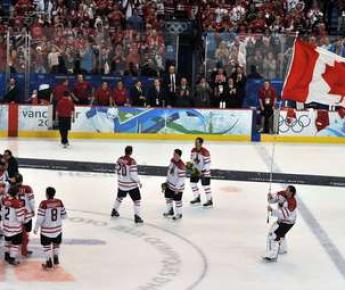 "Ванкувер. Финал. США - Канада - 2:3 ОТ. Фото AFP Фото ""СЭ"""