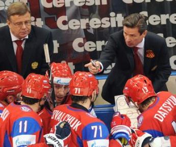 Тренеры сборной России Вячеслав БЫКОВ и Игорь ЗАХАРКИН (слева). Фото AFP