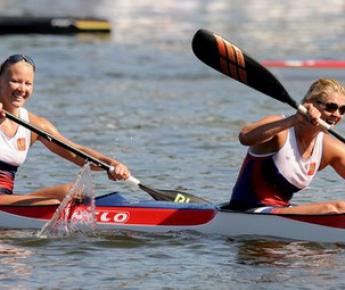 Воскресенье. Познань. Юлиана САЛАХОВА и Анастасия СЕРГЕЕВА (справа). Фото AFP
