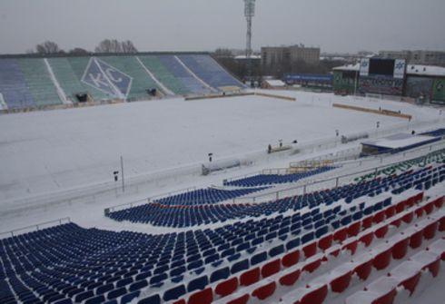 """Пока снег на стадионе в Самаре не редкость. Фото Федора УСПЕНСКОГО, """"СЭ"""" Фото """"СЭ"""""""