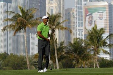 Пятница. Дубай. Тайгер ВУДС, не знающий турнирных побед уже 15 месяцев, не смог выиграть и в ОАЭ. Фото REUTERS