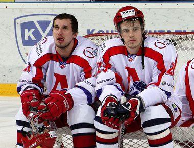 "Александр ГАЛИМОВ (слева) и Никита КЛЮКИН. Фото КХЛ Фото ""СЭ"""