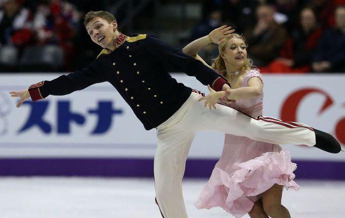 Четверг. Лондон. Российская пара Екатерина БОБРОВА и Дмитрий СОЛОВЬЕВ. Фото AFP