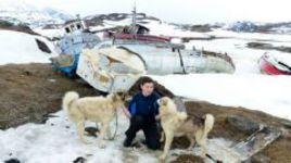 Кинолог экспедиции Светлана СТЕПИНА ведет отбор ездовых собак.