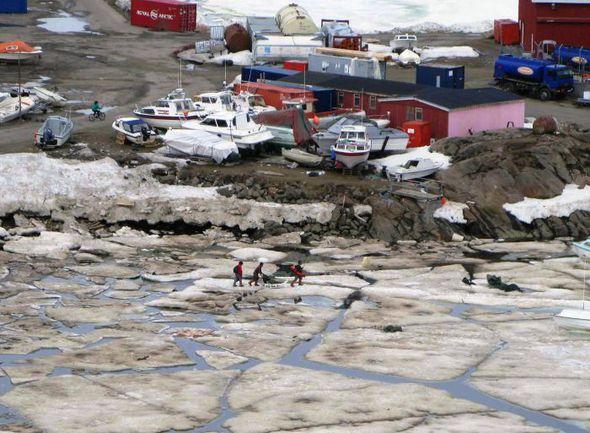 """Так выглядит типичный гренландский поселок весной. Фото """"СЭ"""""""