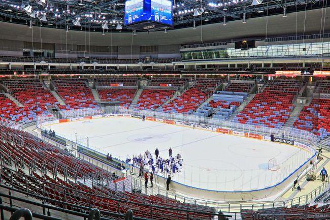 """Сочи. Дворец """"Большой"""". Похоже, что в августе российскую сборную по хоккею ждет лишь экскурсия на эту блестящую арену. Фото """"СЭ"""""""