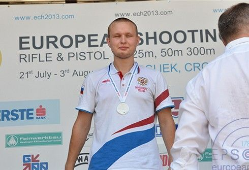 29 июля 2013 года. Осиек (Хорватия). Никита СУХАНОВ – серебряный призер в скоростном пистолете среди юниоров. Фото www.ech2013.com.