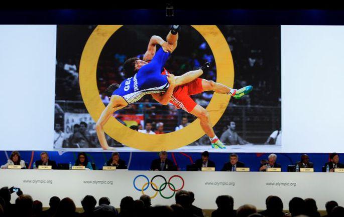 Вчера. Буэнос-Айрес. МОК постановил: борьба остается в программе Игр и в 2020-м. . Фото AFP