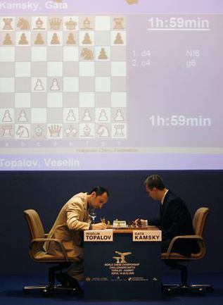 Avec 3 victoires cons0e9cutives, topalov a rejoint kamsky en t0eate du tournoi