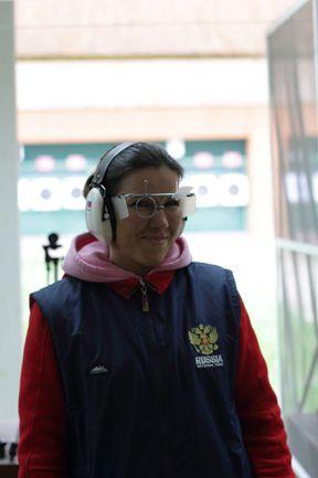 Елена КовалЕвсКая - победительница командного чемпионата России по стрельбе из пневматического пистолета. Фото Рината АЮПОВА