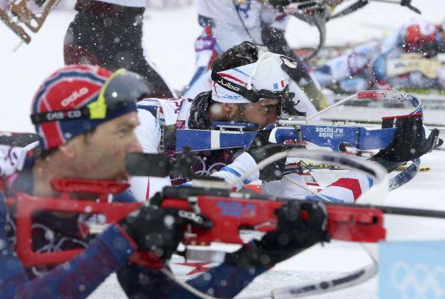 Норвежец Оле Эйнар БЬОРНДАЛЕН (на переднем плане) и француз Мартен ФУРКАД уже выиграли в Сочи на двоих три золота и одно серебро. Сегодня наверняка будет пополнение. Фото REUTERS