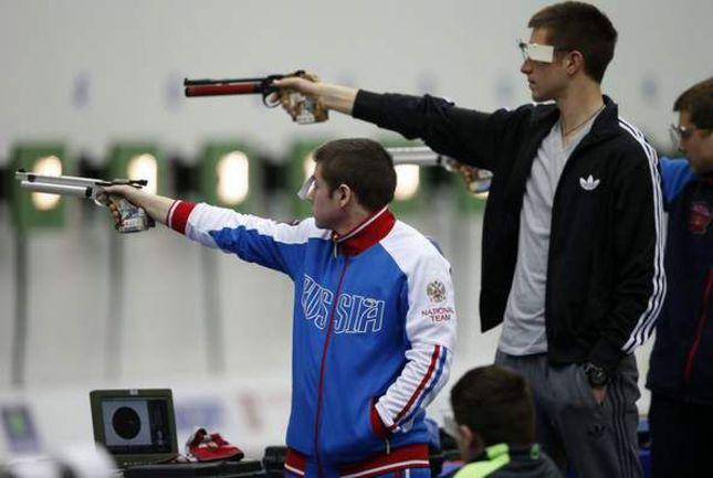 В первые два дня чемпионата и первенства Европы по стрельбе из пневматического оружия российские юниоры завоевали максимальное количество лицензий на Юношеские Олимпийские игры. Фото shooting-russia.ru