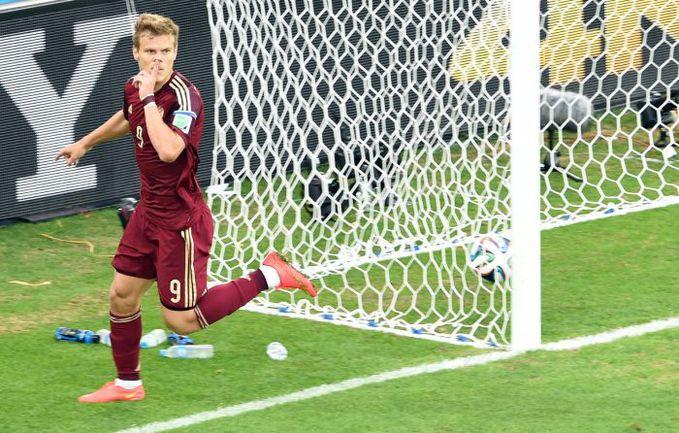 26 июня. Куритиба. Алжир - Россия - 1:1. 6-я минута. Александр КОКОРИН празднует первый в карьере гол на ЧМ - но для выхода в плей-офф этого окажется мало. Фото AFP